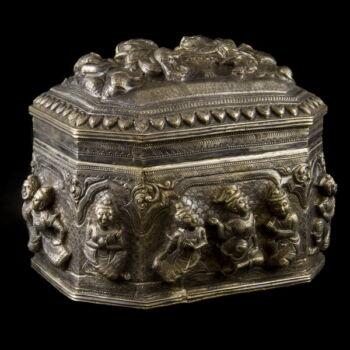 Burmai ezüst fedeles doboz 665 g.