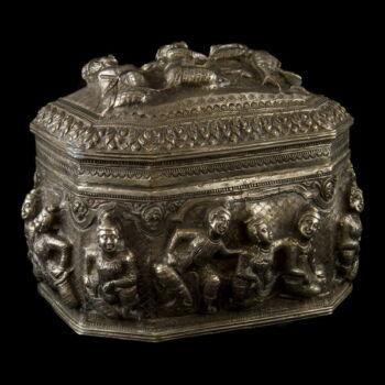 Burmai ezüst fedeles doboz 675 g