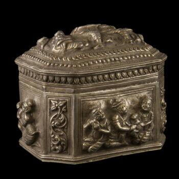 Burmai ezüst fedeles doboz 393 gr