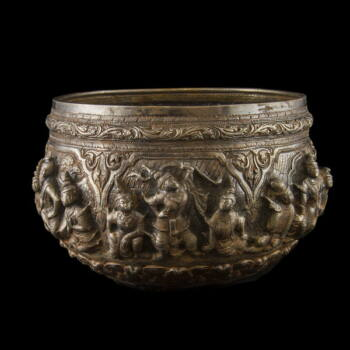 Burmai ezüst nagy tál 1015 gr