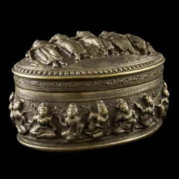 Burmai ezüst ovál fedeles doboz 775g