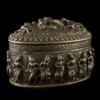 Burmai ezüst ovál forma fedeles doboz 796 g.