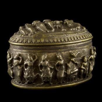 Burmai ezüst ovális formájú fedeles doboz 797 gr