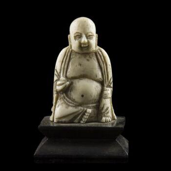 Ülő keleti bölcs figura csontfaragás