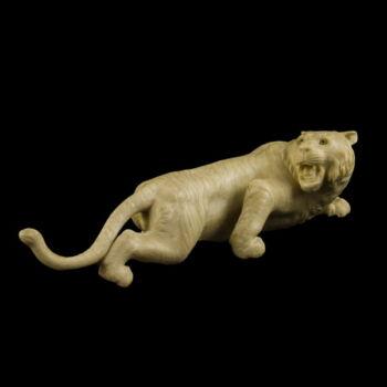 Faragott elefántcsont tigris figura