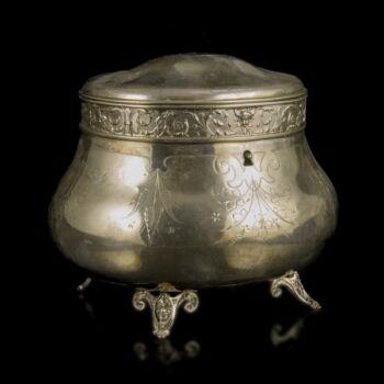 Bécsi ezüst cukortartó doboz vésett leveles mintával