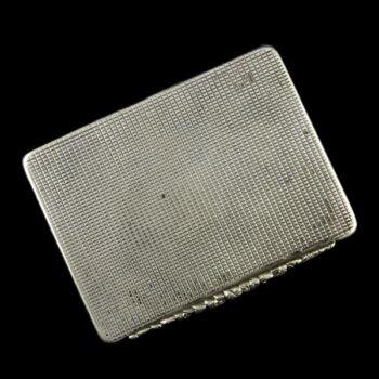 Ezüst tubákos szelence gépi vésett mintával