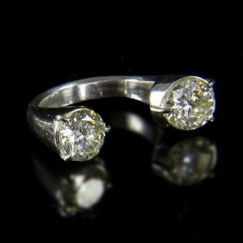 Ezüst gyűrű  dupla moissanite kővel