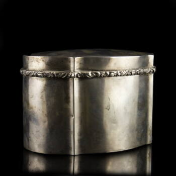 Pesti ovál forma ezüst cukordoboz mintás peremmel