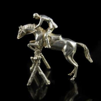 Ezüst díjugrató lovas figura