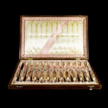 Hat személyes ezüst gyümölcskés és villa készlet saját dobozával