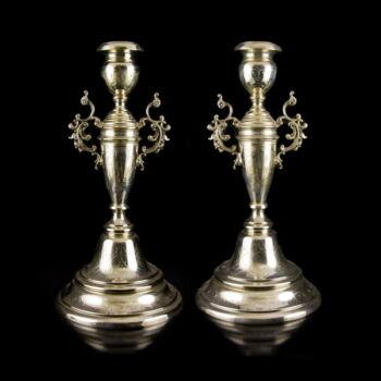 Kerek talpas bécsi ezüst gyertyatartó pár poncolt díszítéssel