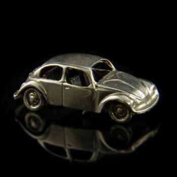 Ezüst mini volkswagen bogár autó