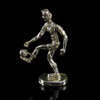 Mini ezüst focista figura
