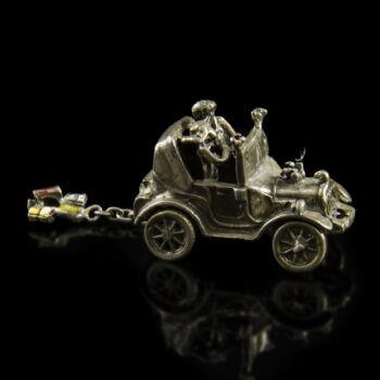 mini ezüst nosztalgia autó nászutasaival