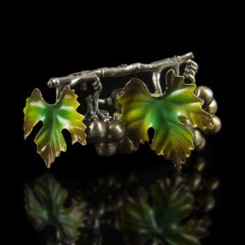 Mini ezüst szőlőfürt zománcozott levelekkel
