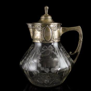 Ezüst fedeles boros karaffa csiszolt kristályüveg testtel