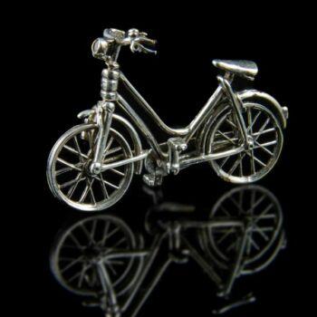 Ezüst bicikli