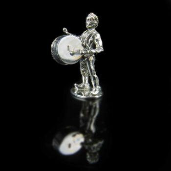 Mini ezüst kisdobos figura