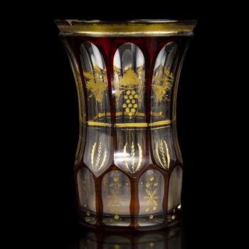 Rubinpácolt biedermeier üvegpohár aranyfestett díszítéssel