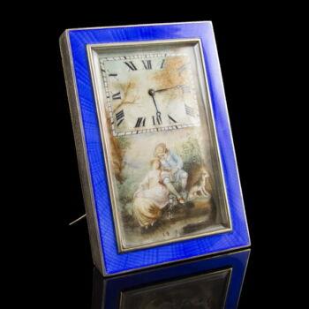 Ezüst tokos asztali óra kék lüszterzománc díszítéssel