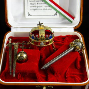 Magyar koronázási jelvények miniatűr aranyozott ezüst másolata