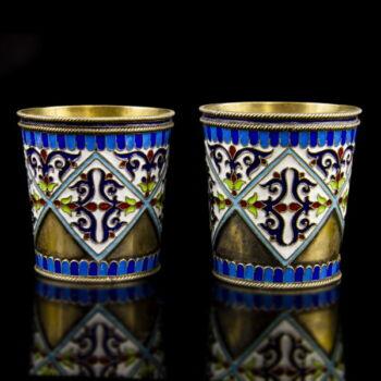 Orosz ezüst vodkáspohár pár színes rekeszzománc díszítéssel