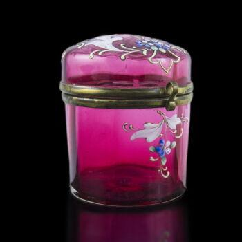 Fedeles rubinpácolt üvegpohár festett virágokkal