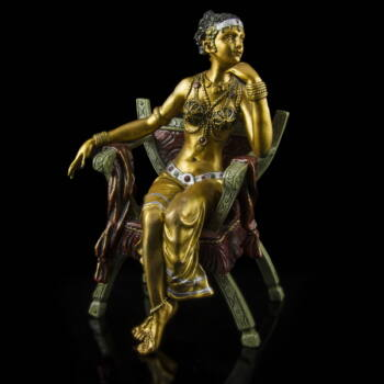 Festett bronz kisplasztika - Széken ülő táncosnő