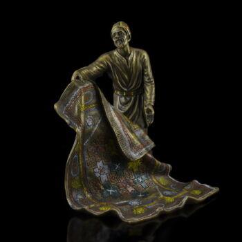Festett bronz szőnyegárus kisplasztika