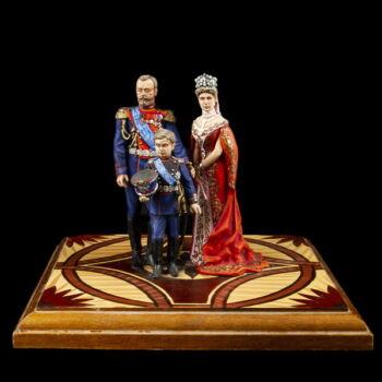 Orosz cári család festett ólomfigurák fa talapzaton