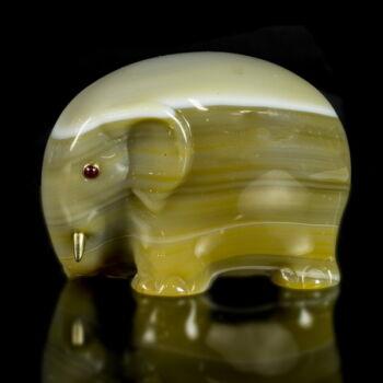 Achát elefánt figura rubin szemekkel