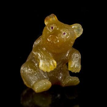 Faragott achát medve figura rubin szemekkel