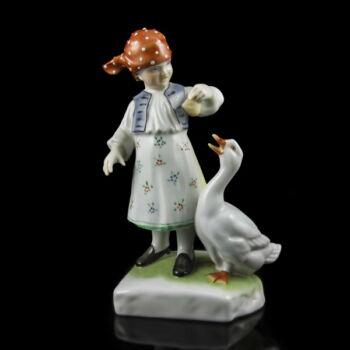 Herendi porcelán kislány libával