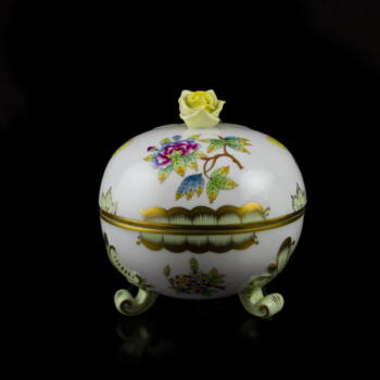 Herendi porcelán Viktória mintás kerek bonbonier rózsás fogóval