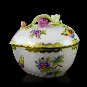 Herendi porcelán Viktória mintás szív alakú fedeles bonbonier rózsás fogóval