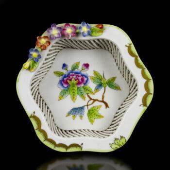 Herendi porcelán Viktória mintás tál kosárfonott peremmel és virágokkal
