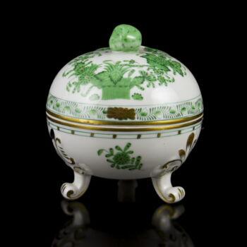 Herendi porcelán zöld indiai kosár mintás lábas bonbonniere epres fogóval