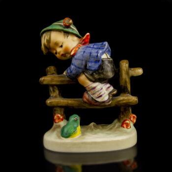 Goebel kerámia figura - Retreat to Safety
