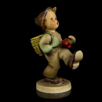 Hummel kerámia figura Sétáló kisfiú (Globe Trotter)