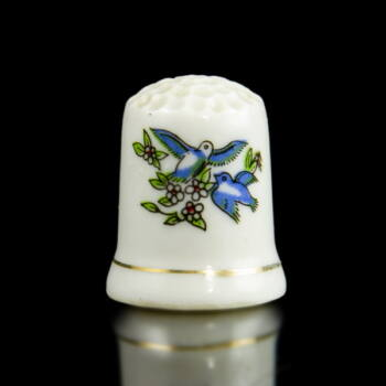 Porcelán gyűszű madárkás dekorral