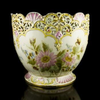 Nagyméretű Zsolnay virágtartó kaspó festett virágmintával