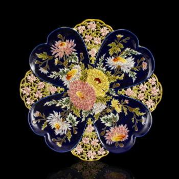 Zsolnay fali dísztál áttört és festett virágmintás díszítéssel