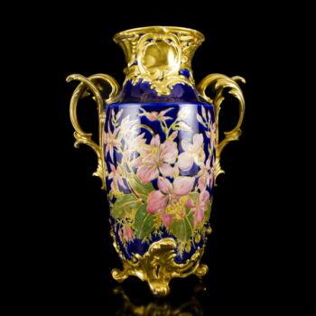 Zsolnay kobaltkék  mázas kétfüles díszváza festett virágmintával