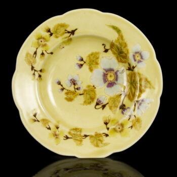 Zsolnay mélytányér festett virágos dekorral