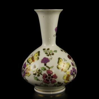 Zsolnay porcelán váza pillangós-virágos mintával
