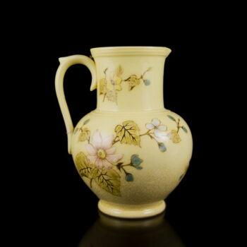 Zsolnay porcelánfajansz kancsó festett virágmintás díszítéssel