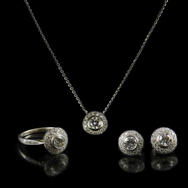 Fehérarany gyémánt köves ékszergarnitúra