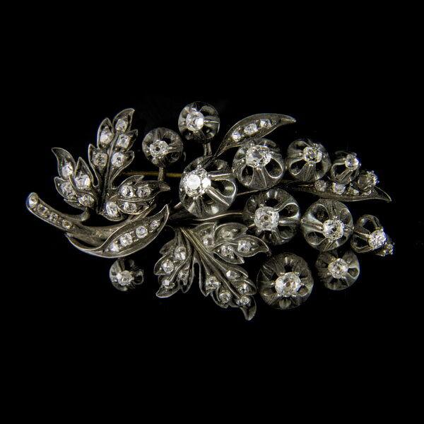 Francia virág alakú bross régi csiszolású gyémánt kövekkel