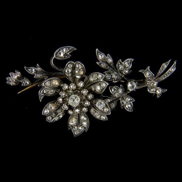 Francia virág alakú bross régi csiszolású gyémántokkal